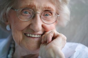Smiling_old_lady